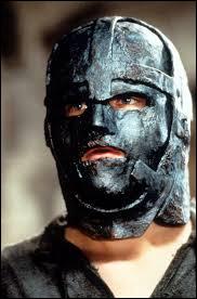 """Qui dit : """"Quant à toi, mon frère, tu retournes en prison. Dans ce masque que tu hais tant. Et... tu mourras avec.'' ?"""