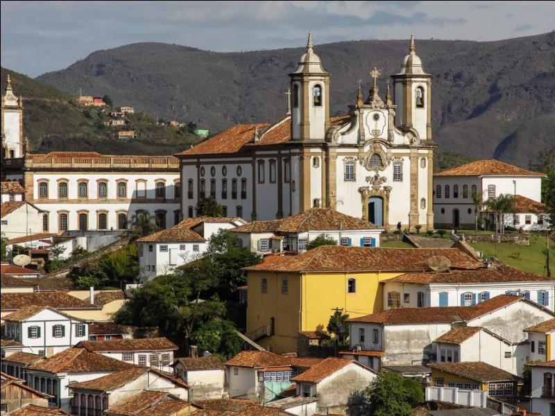 """Voici la ville d'Ouro Preto ou """"Or Noir"""" en français. Dans quel pays d'Amérique latine se situe-t-elle ?"""