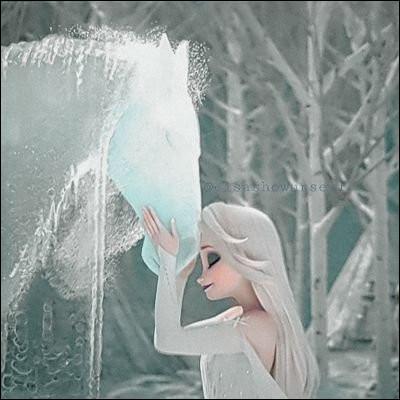 À la fin du film, que décide Elsa pour honorer sa parole qui était de protéger le royaume d'Arendel ?
