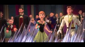 """""""En écoutant cette chanson j'ai su que je devais refaire tout le film"""" Le saviez-vous ? Au début, Elsa et Anna ne devaient pas être sœurs. Plus encore, Elsa devait représenter le mal et Anna le bien. Mais qu'est-ce qui a bien pu faire changer d'avis ? Eh bien aussi étonnant que cela puisse paraître c'est une chanson... Mais laquelle ?"""