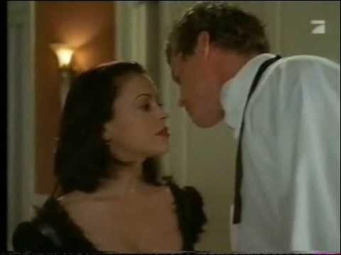 Qu'offre Jason à Phoebe pour lui demander de vivre avec lui à Hong Kong ?