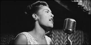 Une voix terriblement poignante, une vie qui ne le fut pas moins. Un surnom [?] et un titre [?] qui sont à eux seuls la mémoire d'un jazz profondément noir... Qui était celle chantait aussi Piaf, si proche par les souffrances ?