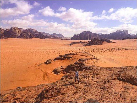 """Ensemble de canyons, falaises et grottes où furent tournés notamment """"Laurence d'Arabie"""" et """"Seul sur Mars"""". Où sommes-nous ?"""