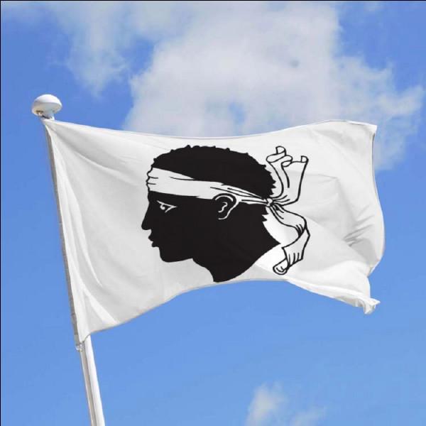 Que représente le drapeau corse ?
