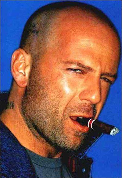 Bruce Willis apparaît chez :