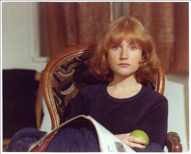La carrière d'Isabelle Huppert prend son envol en 1977 avec ce film de Claude Goretta, adaptation du roman de Pascal Lainé. Elle y tient le rôle d'une jeune shampouineuse introvertie, victime d'une déception amoureuse qui fait basculer son existence :
