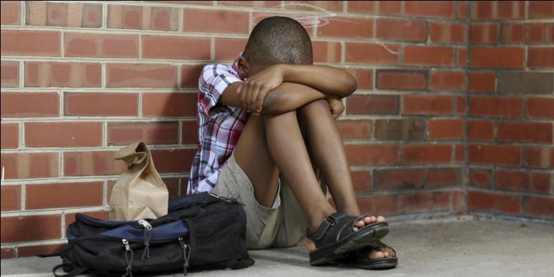 Abou vient d'arriver dans une nouvelle école. Sur la route les autres l'appellent Mamadou. Abou s'énerve. Selon vous, Abou a-t-il subi une discrimination ?