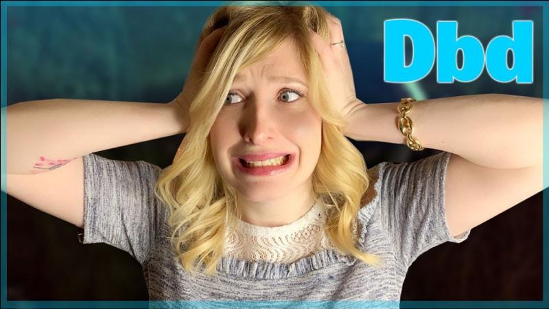 Comment s'appelle la chaîne YouTube où elle joue à des jeux vidéo ?