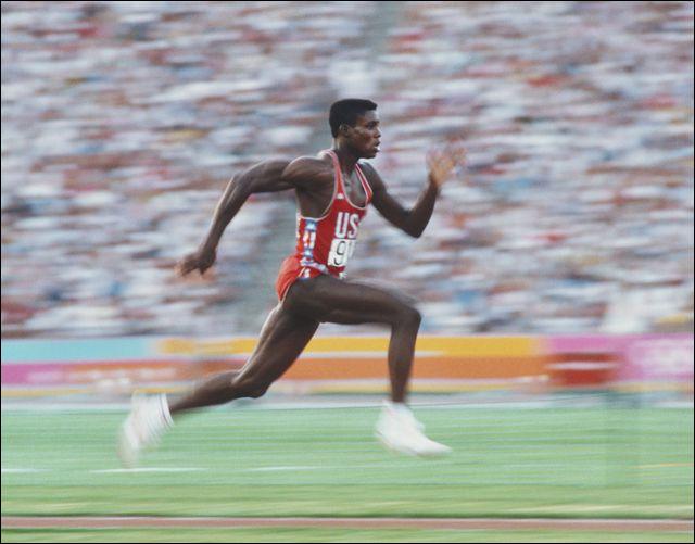 Cet athlète américain, spécialiste du sprint et du saut en longueur, qui a remporté dix médailles olympiques dont neuf en or entre 1984 et 1996, se prénomme ...