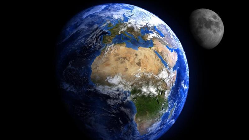 Charon est le satellite de...