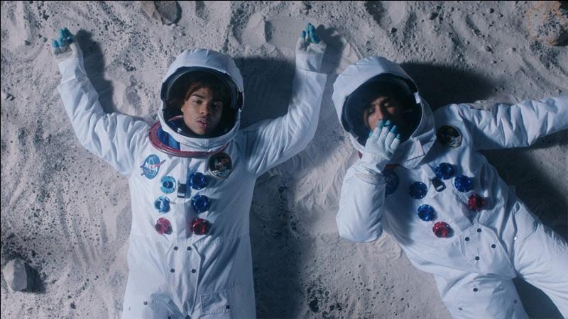 """Quelle est la date de sortie de """"Dans l'espace"""" en featuring avec Heuss l'Enfoiré ?"""