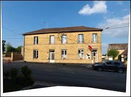 Nous terminons notre balade à Sy (mais sans Omar). Petit village Ardennais de 51 habitants, il se situe en région ...