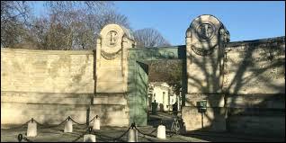Dans quel cimetière est enterré la chanteuse Édith Piaf ?
