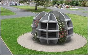 Comment s'appelle le lieu situé dans un cimetièreoù se trouve des niches qui accueillent des urnes funéraires ?