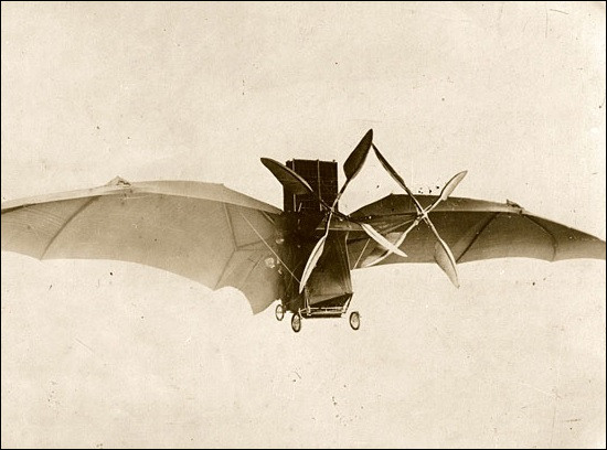 Quel était le nom du premier avion, construit par Clément Ader et lancé le 9 octobre 1890 ?