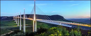 En quelle année fut inauguré le viaduc de Millau ?