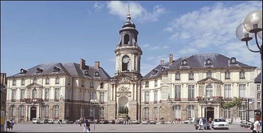 Nathalie Appéré, maire PS depuis 2014, est candidate. Elle aura notamment face à elle Matthieu Theurier (EELV), actuel adjoint et Carole Gandon (LREM). La ville est :