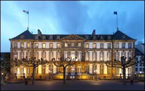 Roland Ries, maire depuis 2008, ne se représente pas. L'élection s'annonce plutôt ouverte entre Alain Fontanel (LREM), Jeanne Barseghian (EELV), Catherine Trautmann (PS) et Jean-Philippe Vetter (LR). La ville est :