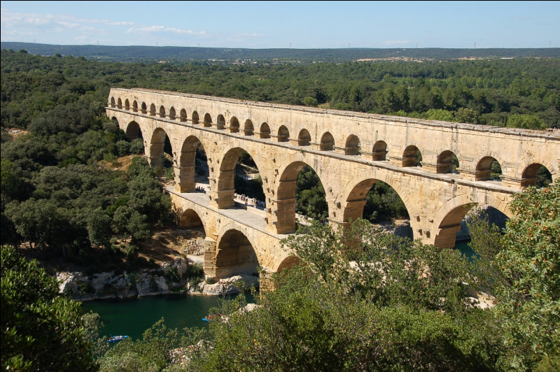 De quand date la construction du pont du Gard ?