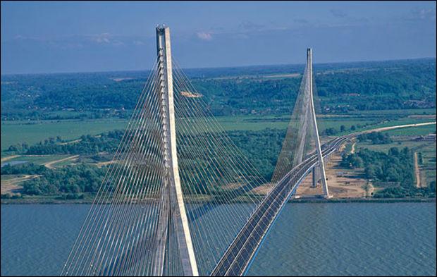 Le pont qui relie Le Havre à Honfleur s'appelle :