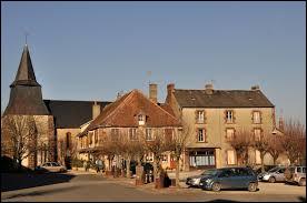 Notre première balade du week-end commence sur la Place du Bosquet, à Chaillac. Commune du Centre-Val-de-Loire, dans la région naturelle du Boischaut Sud, elle se situe dans le département ...