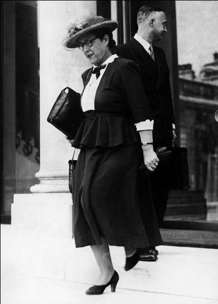 La première femme ministre en France l'a été en :