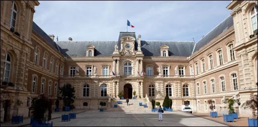 Brigitte Fouré (UDI soutenue par LR et LREM), maire depuis 2014, se représente ; elle sera face à Julien Pradat (union de la gauche) et Christophe Porquier (liste écologiste indépendante) :