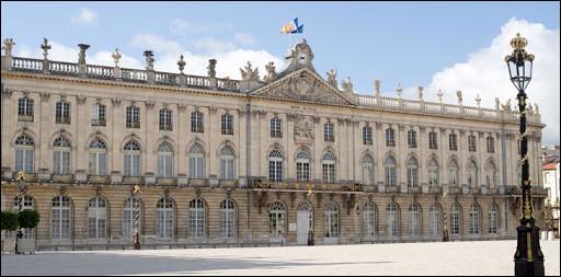 Laurent Hénard, maire élu en 2014, succédant à André Rossinot, est soutenu par LREM et une partie de LR; il sera notamment opposé à Mathieu Klein et à Laurent Watrin dans cette ville de l'est :
