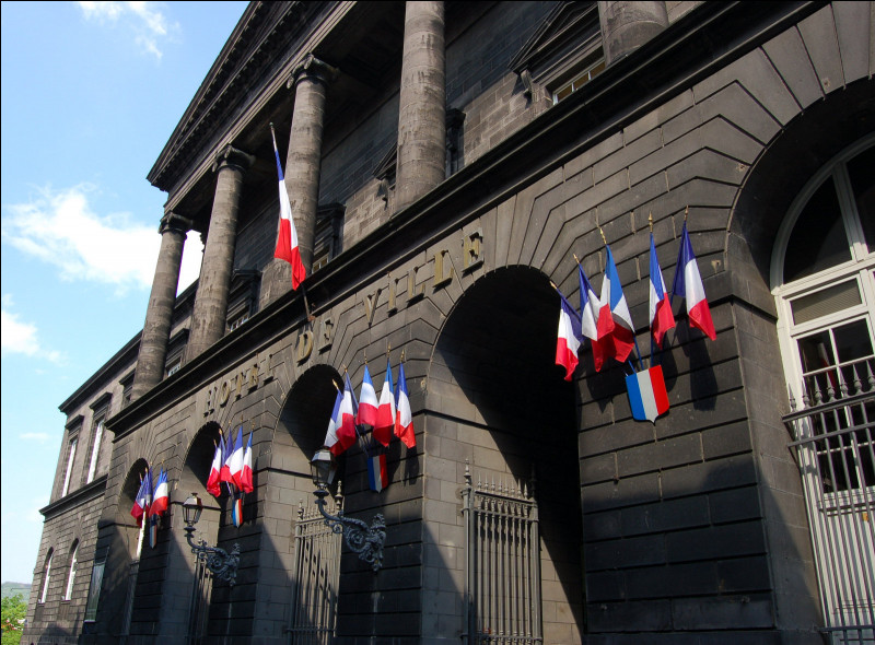 Olivier Bianchi maire (PS) depuis 2014, est candidat ; il aura face à lui Jean-Pierre Brenas (LR) et Éric Faidy (LREM) :