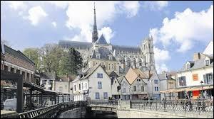 Dans quel département se trouve la ville d'Amiens ?