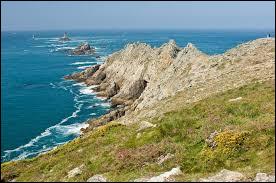 Dans quel département de la Bretagne peut-on voir la Pointe du Raz ?