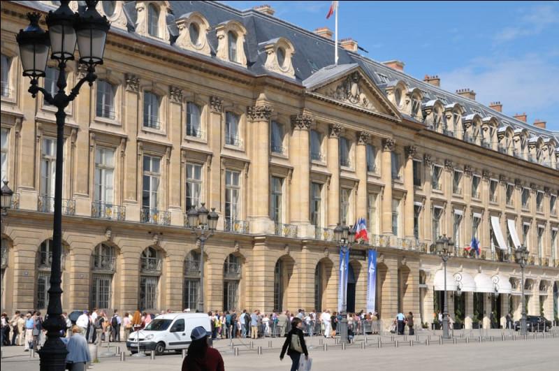 Quel ministère se trouve place Vendôme ?