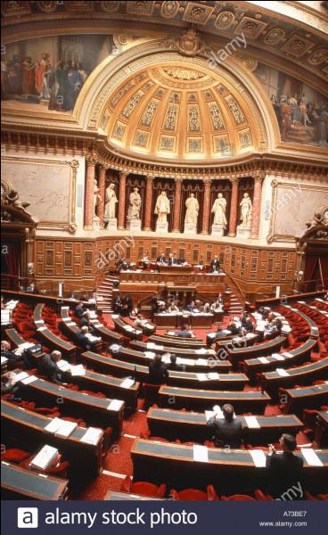 Combien d'élus siègent au Sénat depuis octobre 2011 ?