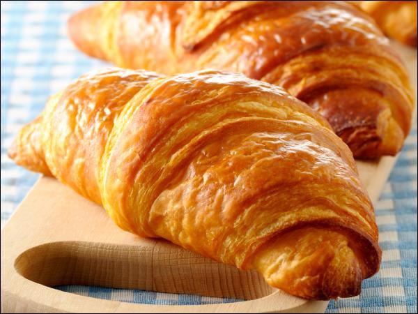 Dans le processus de fabrication des croissants, qu'appelle-t-on la détrempe ?