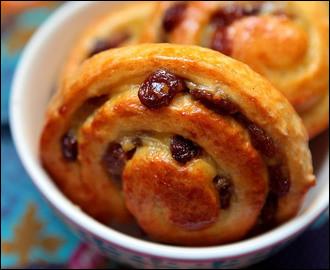 Avec quelle pâte réalise-t-on les sublimes pains aux raisins ?