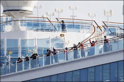 Vous travaillez à bord d'un navire de croisière en quarantaine et vous devez assurer le service aux cabines des passagers. Votre employeur vous offre de porter le masque de protection respiratoire de votre choix. Que faites-vous ?