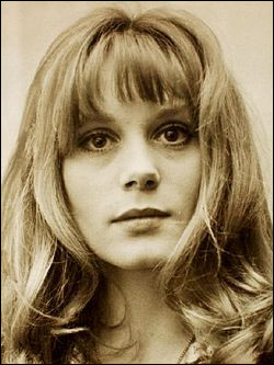 """Cette actrice, qui a joué dans """"L'Homme de Rio"""". """"La Peau douce"""", """"Les Demoiselles de Rochefort"""", se prénomme ..."""