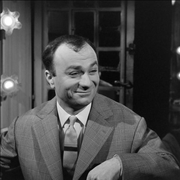 """Cet artiste comique, homme de cabaret et de music-hall avec des sketches mettant souvent en scène le """"Français moyen"""", tels que """"Le 22 à Asnières"""", """"le plombier"""", se prénomme ..."""