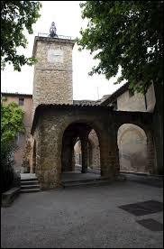 Je vous propose de commencer notre balade devant la Porte France, à Aubignan. Ville de l'arrondissement de Carpentras, elle se situe dans le département ...
