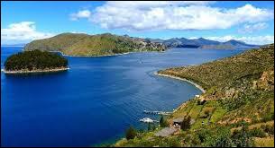 Où se situe le lac Titicaca ?