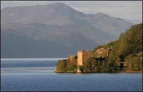Où se situe le lac d'eau douce qui s'appelle le Loch Ness ?