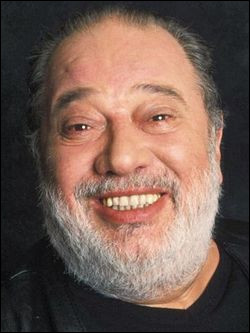 Qui est ce chanteur populaire, acteur et fantaisiste, mort en 2008 ?