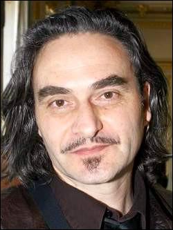 Qui est ce Stephan, artiste, auteur, chanteur et compositeur suisse ?