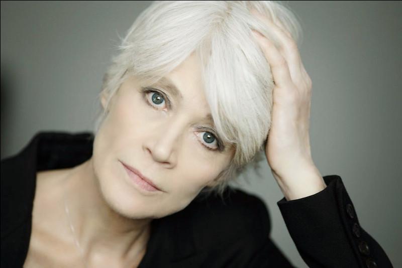 Qui est cette Françoise, auteure-compositrice-interprète ?