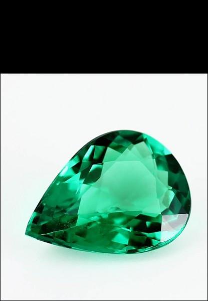 Elle doit sa couleur verte à la présence d'/de ... .