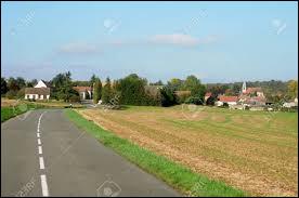 Petit tour en Île-de-France, à Longuesse. Village du parc naturel régional du Vexin français, dans la vallée de l'Aubette de Meulan, elle se situe dans le département ...