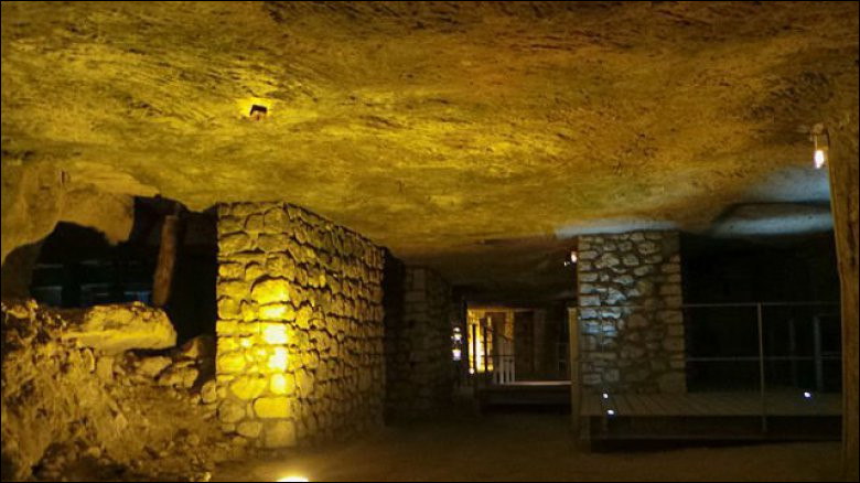Quel est le nom de la caverne située dans l'Aisne et lieu stratégique lors de la Premier Guerre mondiale ?