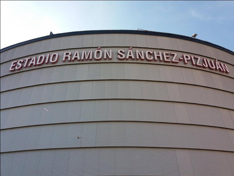 Dans quelle ville espagnole peut-on visiter le stade Sanchez-Pizjuan ?