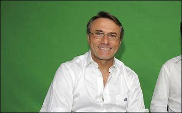 Après un titre de champion de France glané en 2001 sur le banc du FC Nantes, quel club espagnol Raynald Denoueix emmène-t-il à la seconde place du classement de la Liga en 2003 ?
