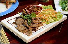 Retrouvez le nom de ce plat traditionnel de la cuisine asiatique, à base de viande de bœuf marinée et pimentée.
